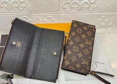 ブランド ルイヴィトン 財布 と バーバリー ZHマフラーと シャネル シュシュ